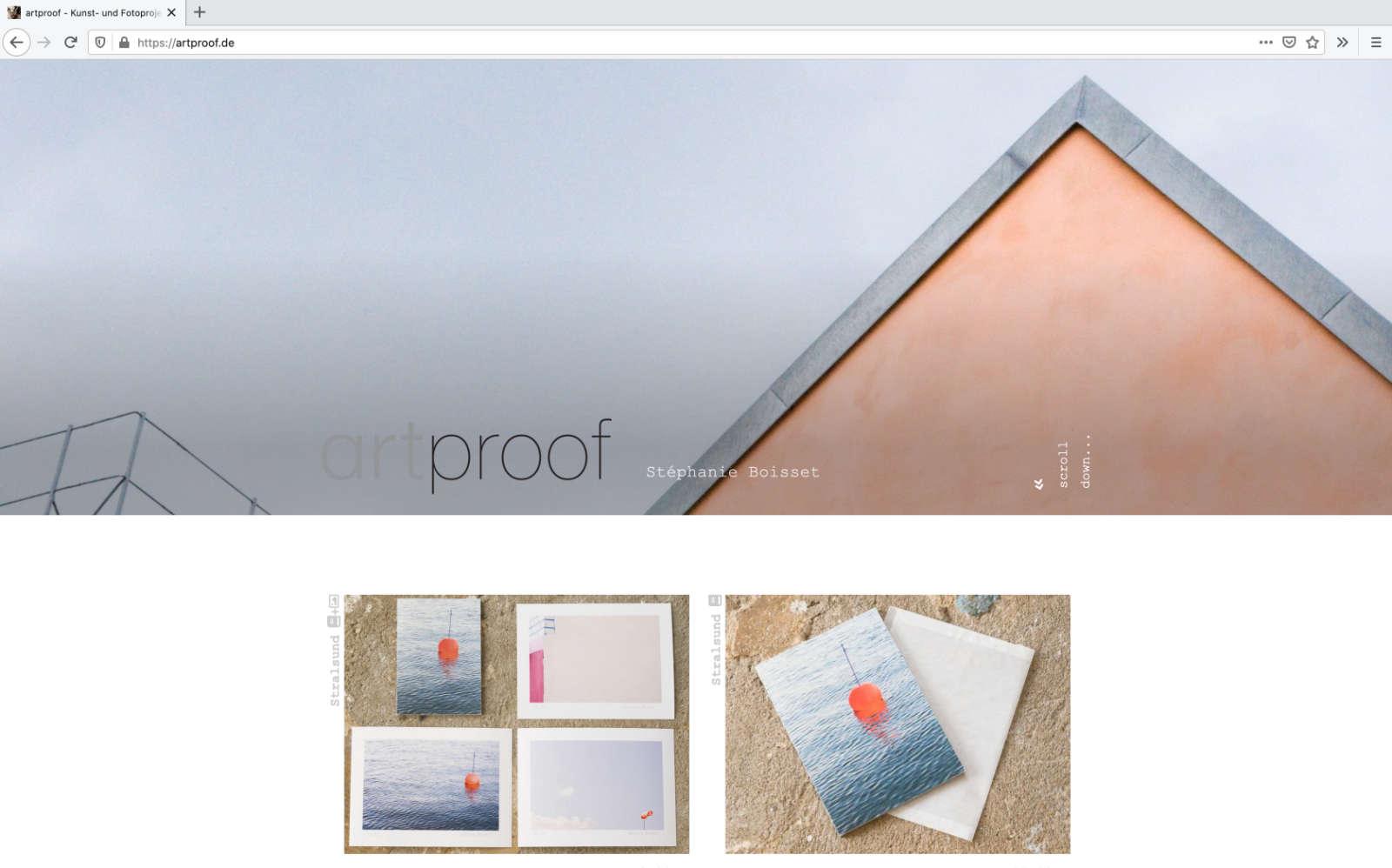 Index Seite mit der typischen Ostsee Architektur als Header-Bild von artproof.de