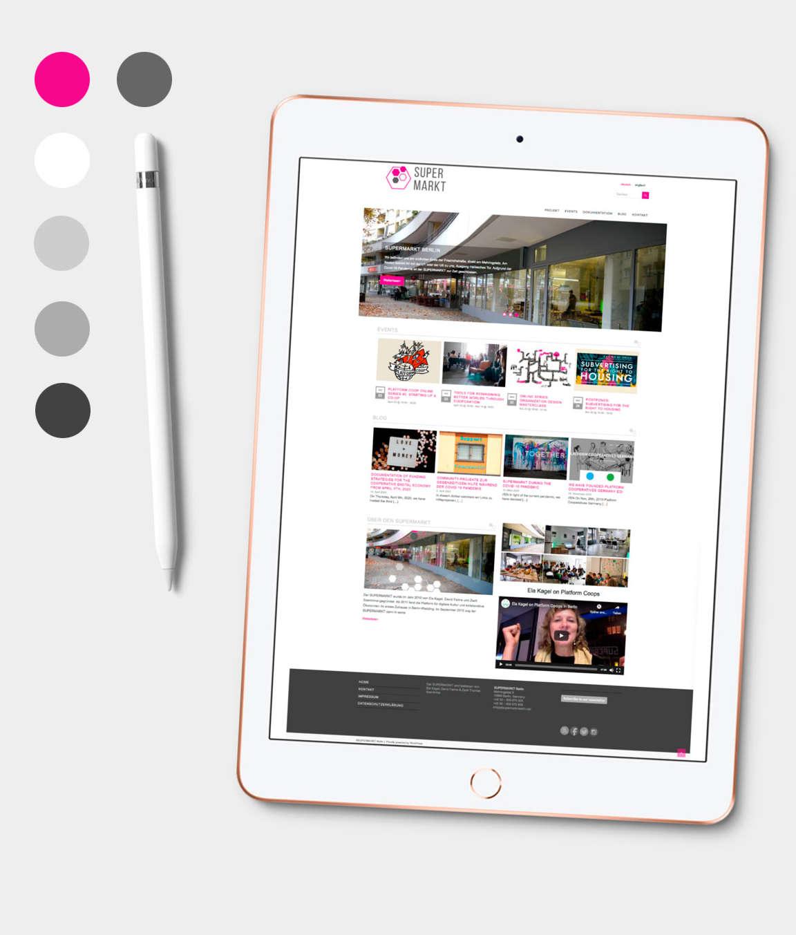 Tablet mit Supermarkt Website und Farbpalette