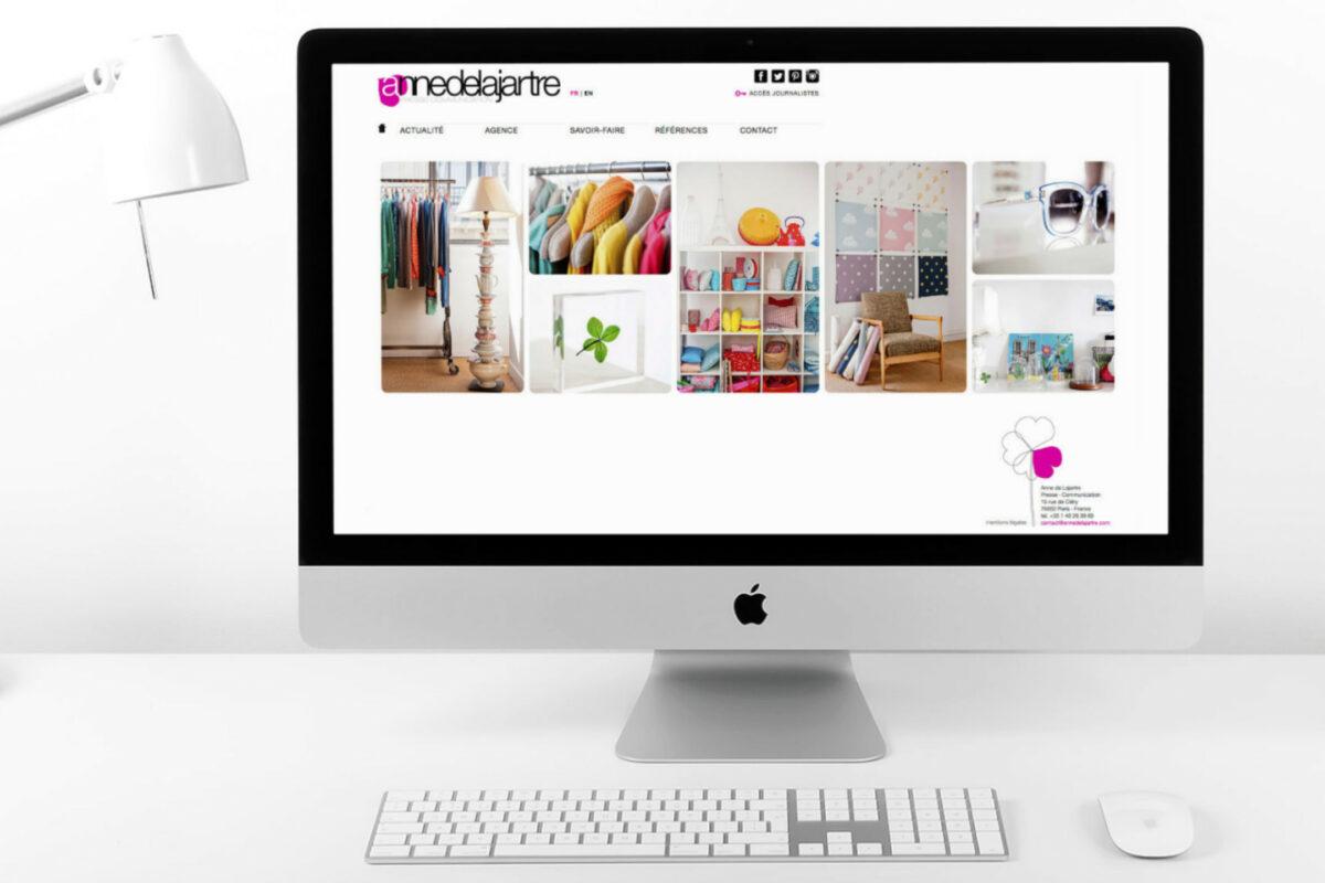 Website Anne de Lajartre auf iMac